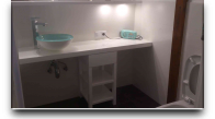 Półka z umywalką